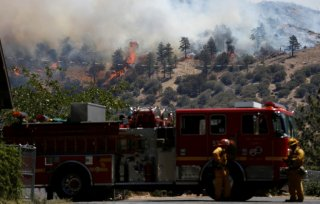 Firefighters keep watch on the Blue Cut fire burning near Wrightwood, California, U.S., August 17, 2016. REUTERS/Mario Anzuoni - RTX2LLTI